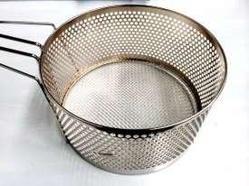 COMMERCIAL ROUND FRYING BASKETS - DIAMETER : 150MM - picture2' - Click to enlarge