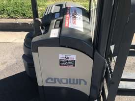Crown walkie stacker - Fully refurbished  - picture2' - Click to enlarge