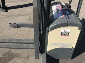 Crown walkie stacker - Fully refurbished  - picture4' - Click to enlarge
