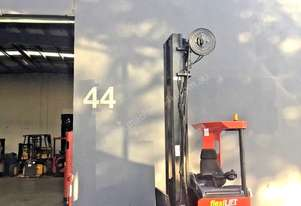 BT TOYOTA Electric Reach Truck with sideshifting fork tyne Positioner attachment
