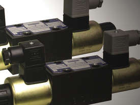 Hydraulic Directional Control Valve - picture0' - Click to enlarge