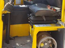 Combilift C4000 Multi directional side loader 4tonne - picture1' - Click to enlarge