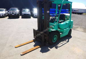 Circa 2000 Mitsubishi FG25 2.5 Tonne Container Mast Forklift - In Auction