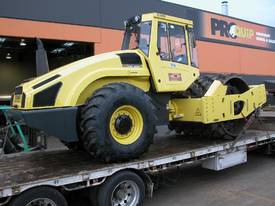 BOMAG BW219PDH-4 VIBRATING PAD FOOT ROLLER - picture0' - Click to enlarge