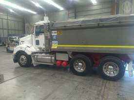 Kenworth T404SAR - picture2' - Click to enlarge