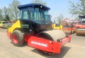 Dynapac CA152D Smooth Drum Roller