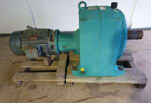 2008 22 kw Electric Reduction Drive Hansen Transmission Gearbox Ratio : 121. Output RPM : 12.1