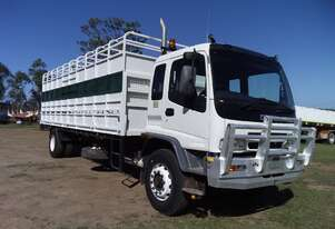 Isuzu Tray back with cattle truck