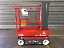 Skyjack Self Propelled Personnel Lift - picture1' - Click to enlarge
