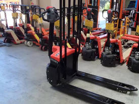 Full Electric Standard Width 1.5 Ton Pallet Jack - picture1' - Click to enlarge