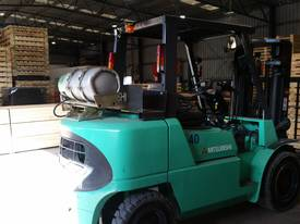 Mitsubishi FG40KL container mast forklift - picture1' - Click to enlarge