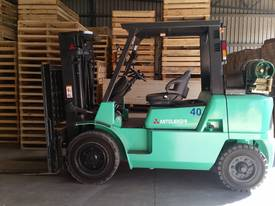 Mitsubishi FG40KL container mast forklift - picture0' - Click to enlarge