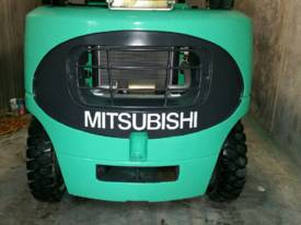 Mitsubishi FG40KL container mast forklift - picture3' - Click to enlarge