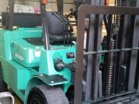 Mitsubishi FG40KL container mast forklift - picture4' - Click to enlarge