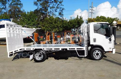 #2226C NPR300 MED 155HP Beavertail Truck.