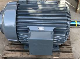 160 kw 220 hp 6 pole 415 volt AC Electric Motor - picture2' - Click to enlarge