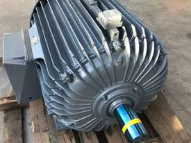 160 kw 220 hp 6 pole 415 volt AC Electric Motor - picture3' - Click to enlarge