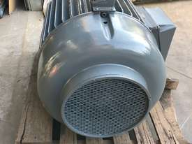 160 kw 220 hp 6 pole 415 volt AC Electric Motor - picture4' - Click to enlarge