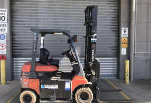 Toyota 7FB25 Electric Counterbalance Forklift