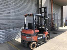 Toyota 7FB25 Electric Counterbalance Forklift - picture2' - Click to enlarge