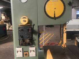 Heska Vertical Metal Bandsaw Great Condition  - picture1' - Click to enlarge