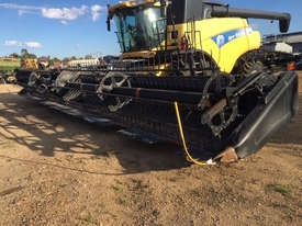 New Holland CR9070 Header(Combine) Harvester/Header - picture0' - Click to enlarge