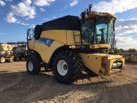 New Holland CR9070 Header(Combine) Harvester/Header - picture1' - Click to enlarge