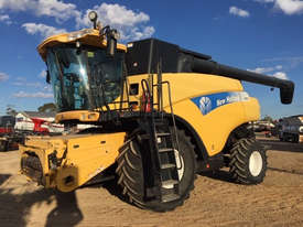 New Holland CR9070 Header(Combine) Harvester/Header - picture2' - Click to enlarge