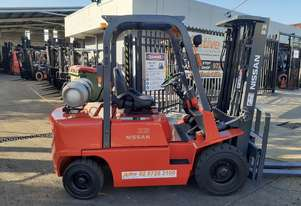 Nissan Forklift 2.5 Ton Container Entry 4.75m lift Refurbished and Serviced Ready to Go