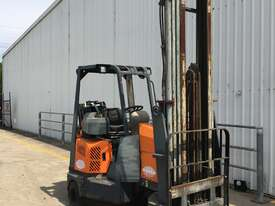 2.0T LPG Narrow Aisle Forklift - picture0' - Click to enlarge