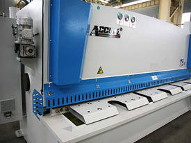 ACCURL Genius MS8-8�3200 CNC Guillotine Shear  - picture4' - Click to enlarge