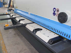 ACCURL Genius MS8-8�3200 CNC Guillotine Shear  - picture8' - Click to enlarge