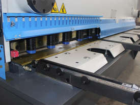 ACCURL Genius MS8-8�3200 CNC Guillotine Shear  - picture9' - Click to enlarge
