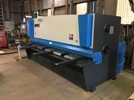 ACCURL Genius MS8-8�3200 CNC Guillotine Shear  - picture12' - Click to enlarge