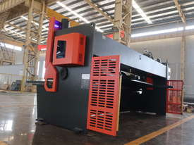 ACCURL Genius MS8-8�3200 CNC Guillotine Shear  - picture14' - Click to enlarge