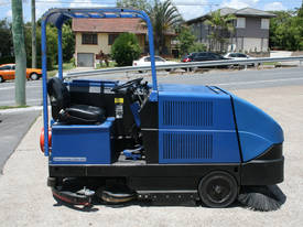 Sweeper/Scrubber Combination
