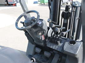 Used Nissan LPG Forklift - picture3' - Click to enlarge