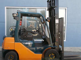 Used Toyota 2500 kg Forklift - picture0' - Click to enlarge