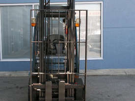 Used Toyota 2500 kg Forklift - picture1' - Click to enlarge