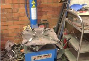 Used Tyre Changer, Wheel Balancer and Car Hoist