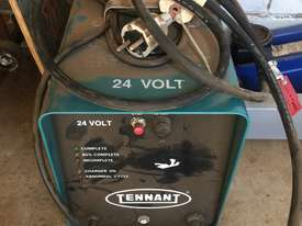 TENNANT ELECTRIC CHARGER 24 volts - picture0' - Click to enlarge
