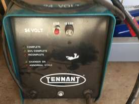 TENNANT ELECTRIC CHARGER 24 volts - picture1' - Click to enlarge