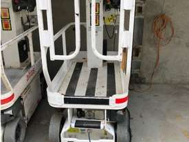 JLG 5.5M Electric Scissor - picture2' - Click to enlarge