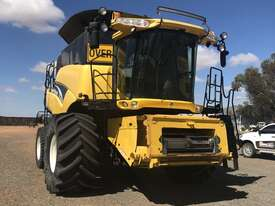 New Holland CR970 Header(Combine) Harvester/Header - picture0' - Click to enlarge
