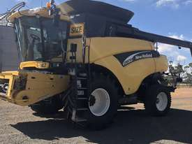 New Holland CR970 Header(Combine) Harvester/Header - picture1' - Click to enlarge
