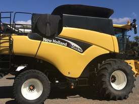New Holland CR970 Header(Combine) Harvester/Header - picture2' - Click to enlarge