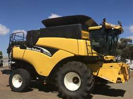 New Holland CR970 Header(Combine) Harvester/Header - picture3' - Click to enlarge