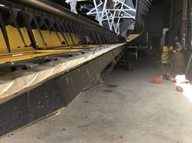 New Holland CR970 Header(Combine) Harvester/Header - picture8' - Click to enlarge
