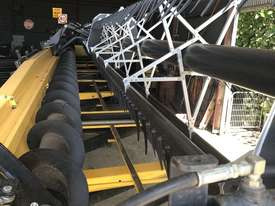 New Holland CR970 Header(Combine) Harvester/Header - picture10' - Click to enlarge