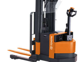Raymond RSS30 Walkie Straddle Stacker Forklift - picture0' - Click to enlarge